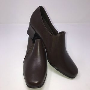 Liz Baker Leather Loafers Color Brown Size 6